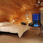 Chambre standard à un lit double à l'hôtel sacacomie à St-Alexis-des-Monts.