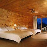 Chambre standard à 2 lits doubles à l'hôtel sacacomie à St-Alexis-des-Monts.