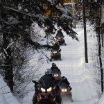 Plusieurs sentiers de motoneiges sont disponibles pour les amateurs à l'hôtel Sacacomie.