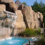 Chute et bain d'eau froide du Geos Spa de l'hôtel Sacacomie.