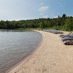 Plage de l'hôtel Sacacomie. Venez vous reposer sur le bord du Lac Sacacomie à St-Alexis-des-monts.