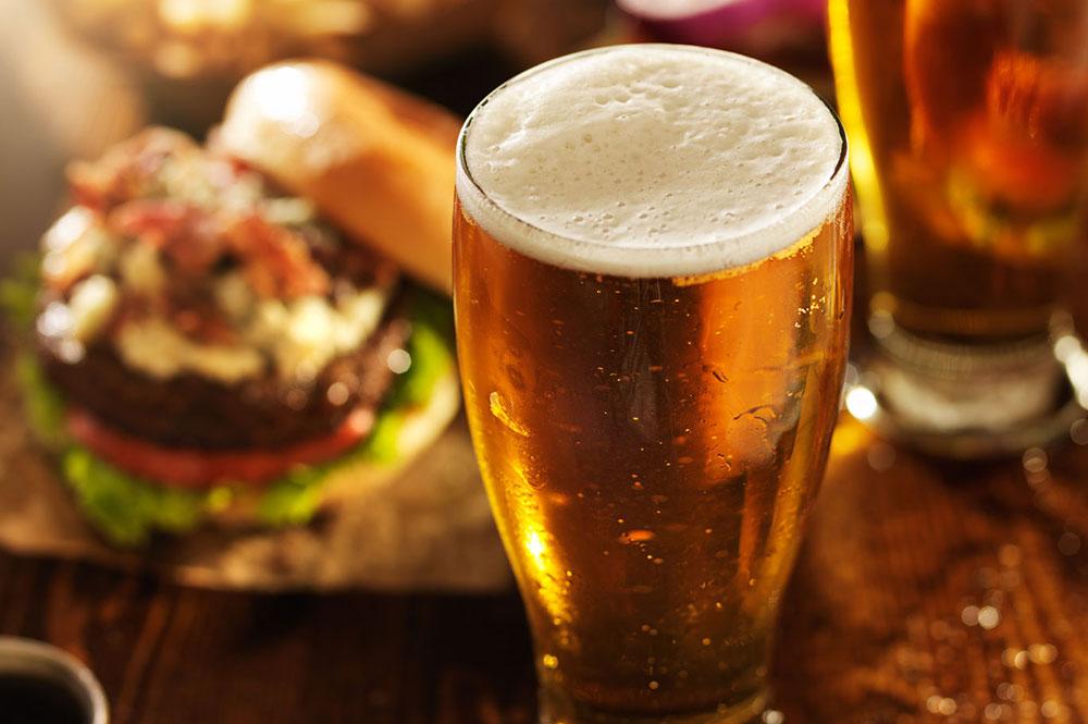 bière à déguster au bar de l'hôtel Sacacomie